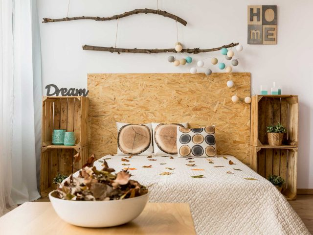 How Do You Decorate With Wood Signs?